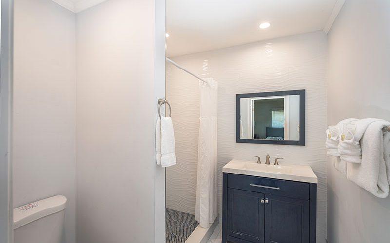 Room10-bathroom-2-web