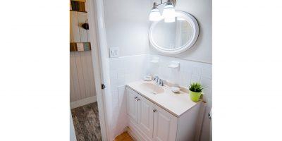 Room7-Bathroom-Seascape-Resort-Marina-Marathon-Key-activities-Gallery-26-680x1024-vert-web