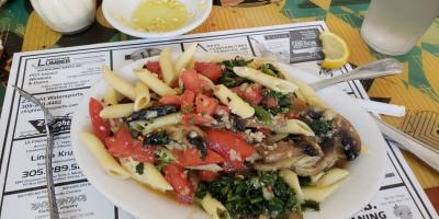 Seacape-resort-marina-marathon-dining-Franks-Grill-1
