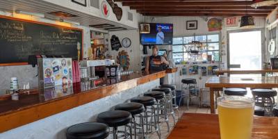 Seacape-resort-marina-marathon-dining-Herbies-bar-chowder-grill-3